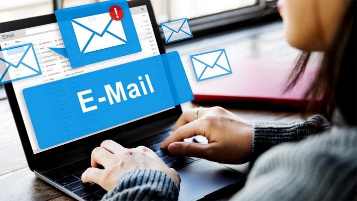 2. Keuntungan Menggunakan Email Sebagai Alat Kirim Surat Modern